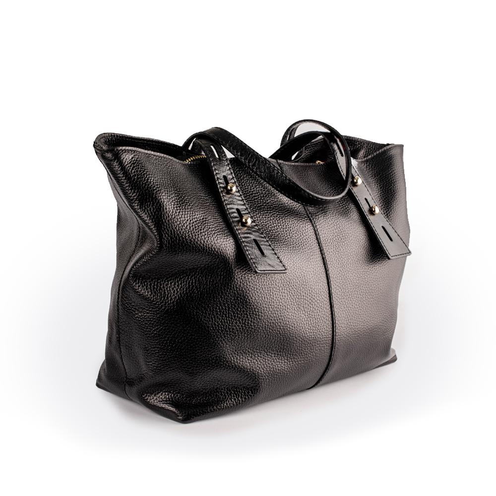 Велика сумка чорного кольору, крій нагадує кошик